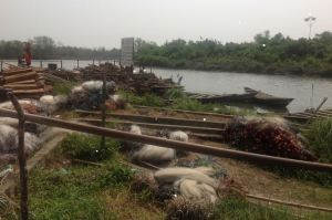 Fishermen of Eastern Obolo, Eket Senatorial District, abandoning their fishing tools & livelihood due to oil spill devastation.